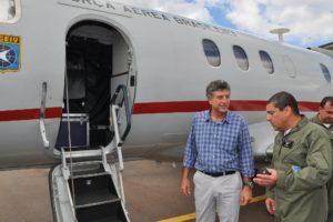 Prefeito Murilo com equipe do Geiv (Grupo Especial de Inspeção em Voo), durante a inspeção de sistemas, com checagem em voo.