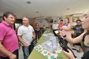 Empresários e diretores da Prefeitura sorteiam prêmios da campanha que movimentou a Rua Floriano Peixoto