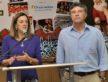 Prefeito Murilo ao lado da primeira dama Cecília Zauith, organizadora da campanha Dourados Brilha - A. Frota