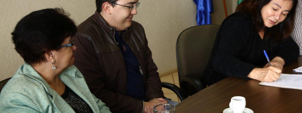 Délia dá posse ao Conselho Municipal de Saúde