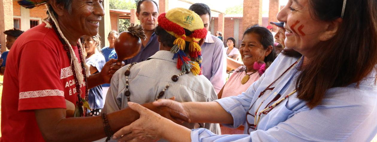Prefeita Délia é recebida com  festa pela comunidade indígena