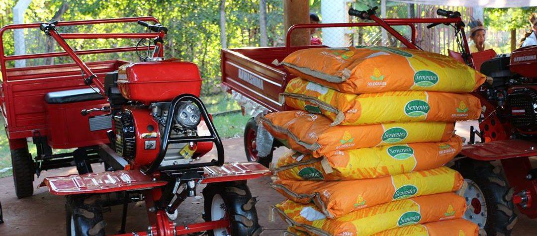 Índios de Dourados recebem equipamentos para a agricultura