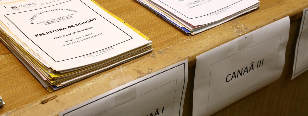 Prefeitura entrega mais 250 escrituras   a famílias de loteamentos sociais