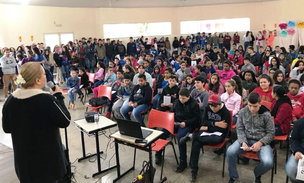 Prefeitura segue com Agosto Lilás  e leva conscientização às escolas