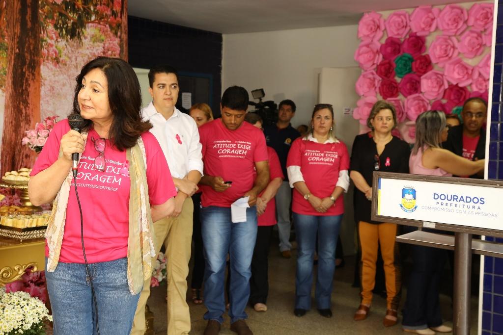 """Délia abre """"Dourados Rosa"""" e  lança projeto lenço solidário"""