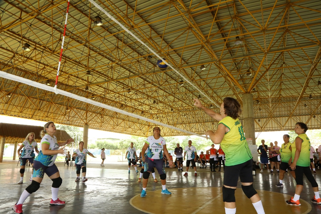 Evento de voleibol adaptado para idosos é sucesso em Dourados