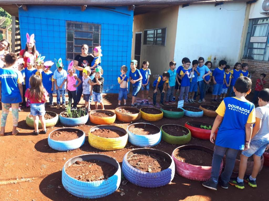 Projeto Horta com Pneus é lançado pelo Imam e Semed em escola do campo