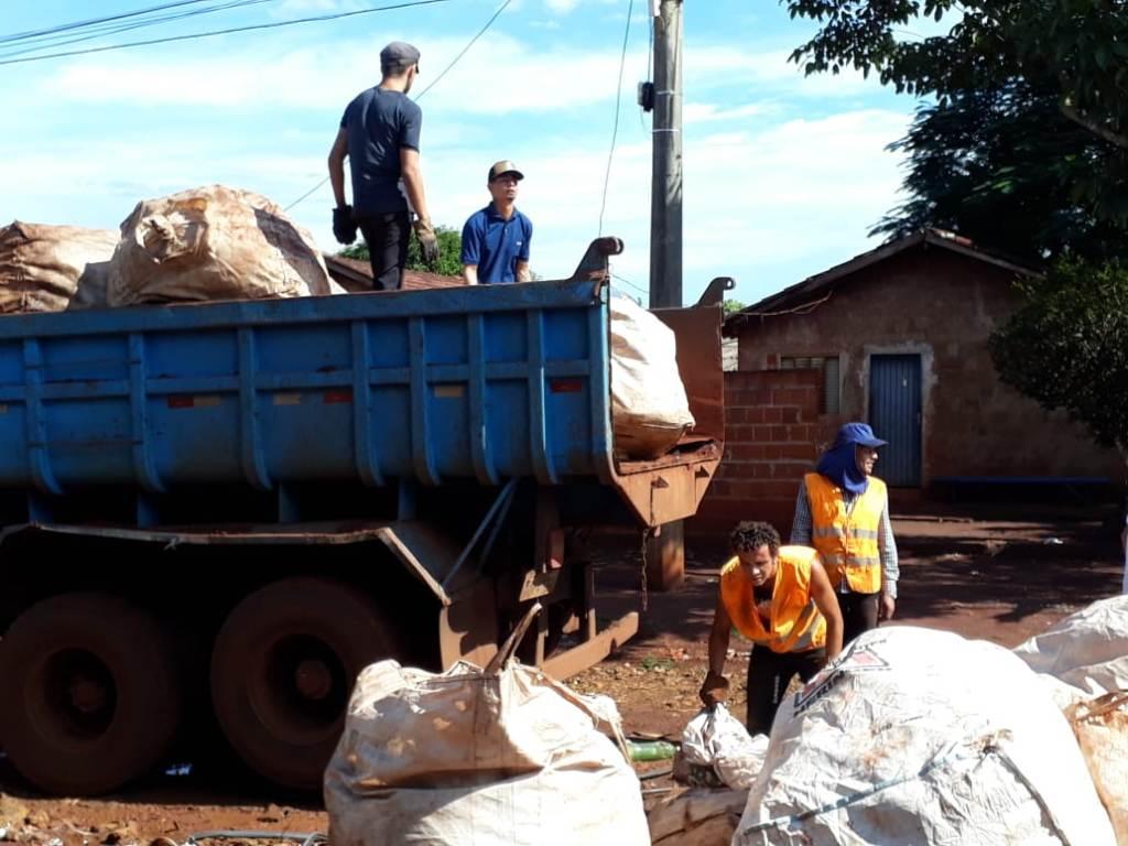 Mutirões já retiraram mais de 100 t de lixo  e combate a dengue não para em Dourados
