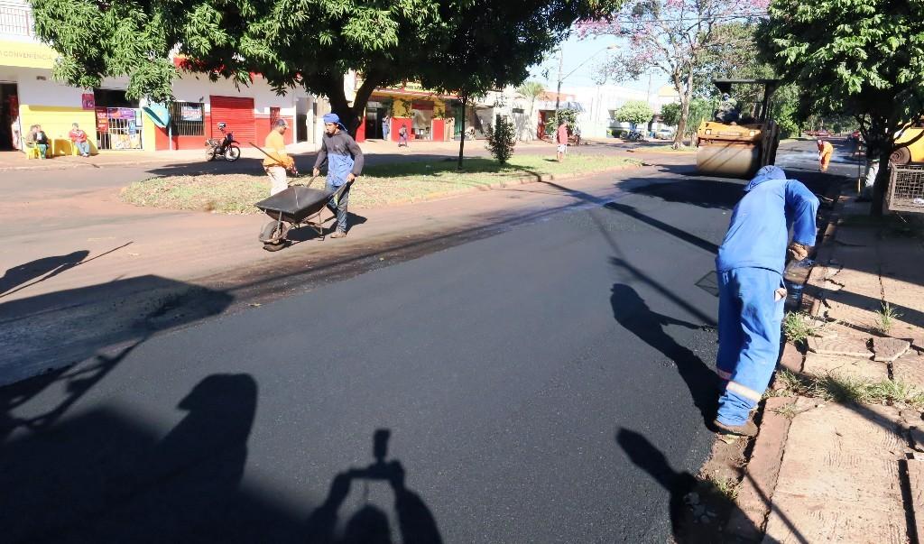 Prefeitura inicia recapeamento na Rua Cuiabá