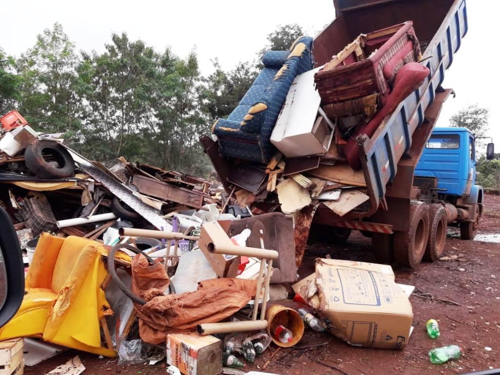 Mutirão 'Sábado Sem Mosquito' retira toneladas de lixo do bairro Canaã III