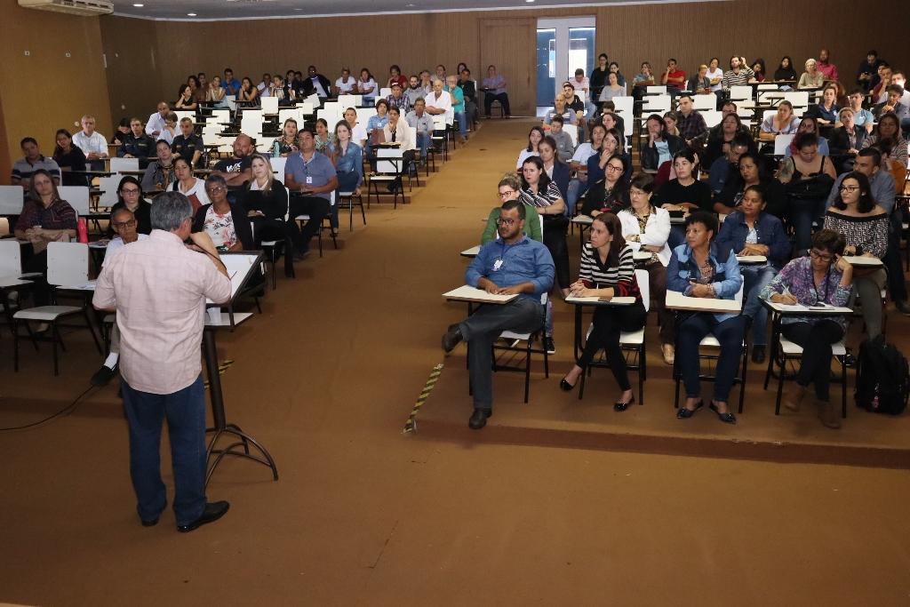 Servidores se reuniram com secretário de Fazenda na manhã desta quarta e foram informados sobre a situação financeira do município - A. Frota