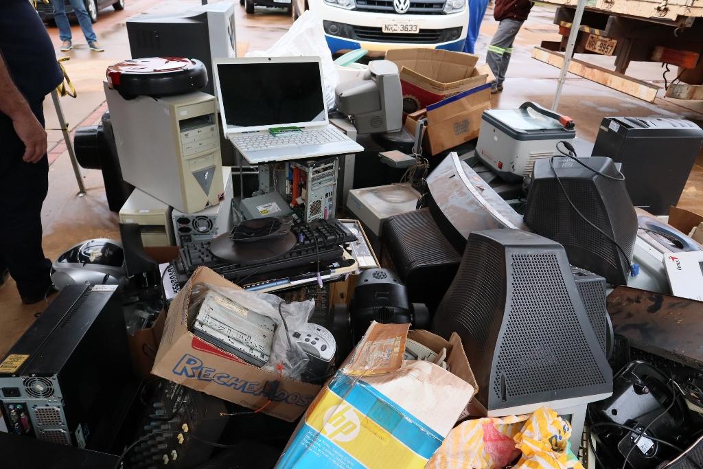 """""""Lixo-E Zero"""" recolhe 10 toneladas de resíduos e promove conscientização"""