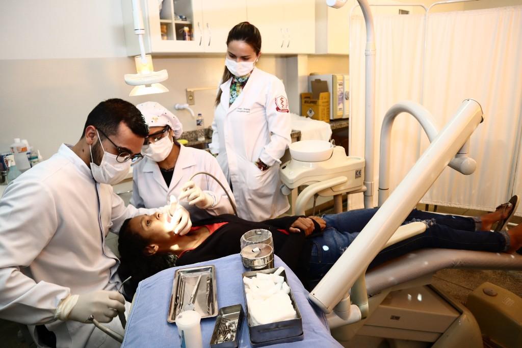 Saúde inicia projeto que leva atendimento  odontológico à população aos sábados