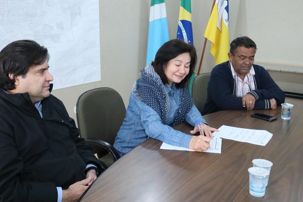 Délia assina convênio que garante apoio  ao Mega Feirão de Veículos do Sindicom