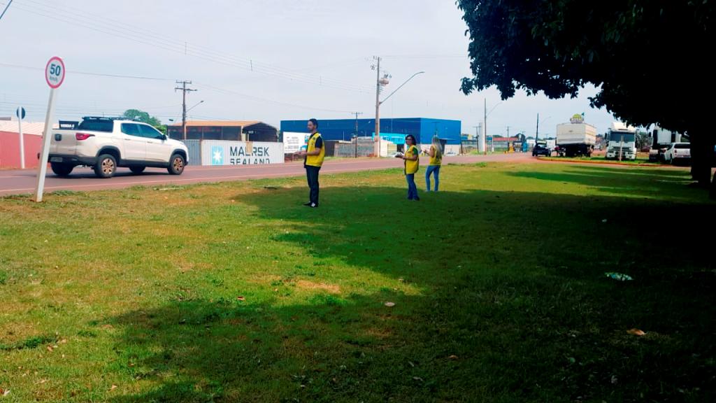 Equipe técnica da Agetran faz a contagem de veículos que passam na Rua Coronel Ponciano