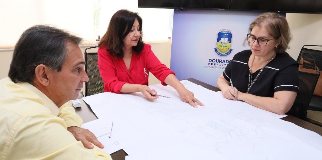 Prefeita Délia anuncia a duplicação da Coronel Ponciano e autoriza a elaboração do projeto técnico