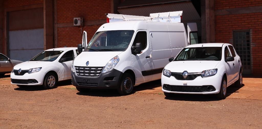 Prefeita Délia entrega três veículos para  reforçar ações da Secretaria de Saúde