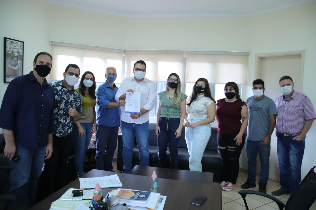 Alan Guedes recebe solicitação para adesão de jornalistas como prioridade na vacinação