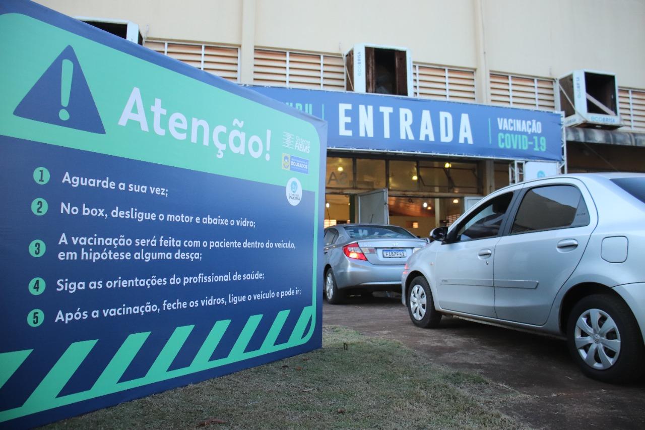 Dourados inaugura novo drive-thru e quer acelerar vacinação